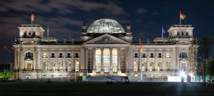 Berlin_-_Reichstag_building_at_night_-_2013