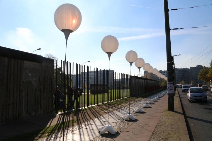 berlin-wall-bernauer-str-balloons-light-border-IMG_1274.jpg